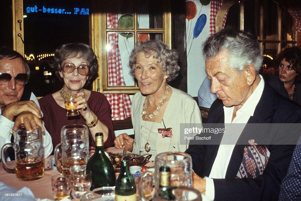 Brigitte Horney (2.v.l.) und Ehemann (li.), Münchner Oktoberfest ...