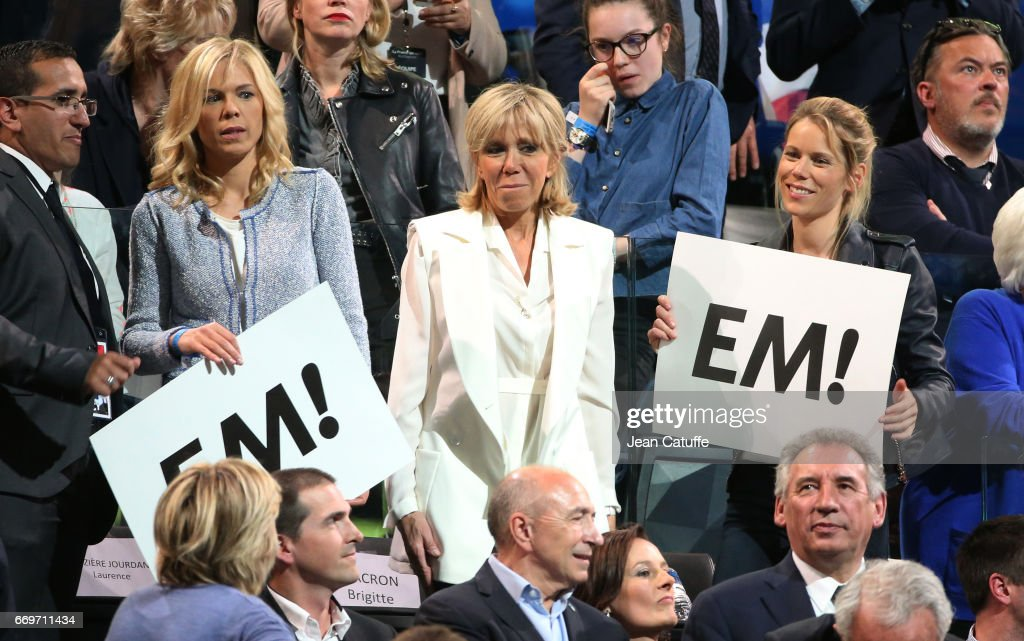 French Presidential Candidate Emmanuel Macron Holds Campaign Rally : ニュース写真