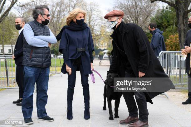 """Brigitte Macron with her dog Nemo, and Philippe Geluck attend """"Le Chat"""" : Philippe Geluck's Cat Statues Exhibition on March 26, 2021 in Paris, France."""