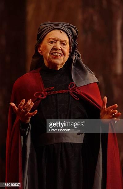 """Brigitte Mira, """"Jedermann""""-Festspiele, , Berlin, Deutschland, Europa, Berliner Dom, Aufführung, Theater, Bühne, Auftritt, Schauspielerin, Kostüm,..."""