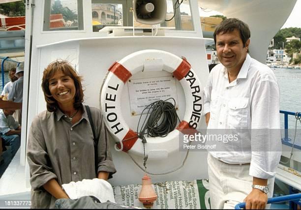 Brigitte Rokohl Gerd Baltus ZDFSerie Hotel Paradies Folge 8 Alles nur Theater Insel Mallorca Balearen Spanien Europa Boot Rettungsring Schauspielerin...