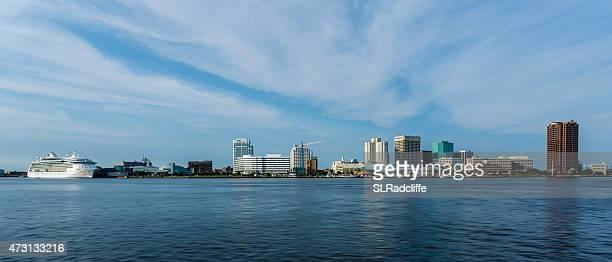 すばらしい海の半分で moone クルーズ、norfolk 、virginia - バージニア州 ノーフォーク ストックフォトと画像