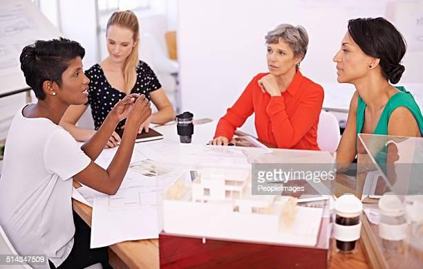 の専門知識をもたらし、テーブル - 建築模型 ストックフォトと画像