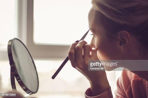 帶出那些美麗的眉毛 - 眼眉 個照片及圖片檔
