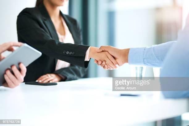 ボード上のビジネスのベストをもたらす - 雇用と労働 ストックフォトと画像