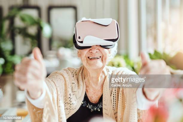bringing the outside world inside with virtual reality - it movie stock pictures, royalty-free photos & images