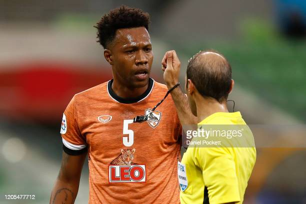 Brinner Henrique Souza of Chiangrai United speaks with referee Turki Mohammed Al Khudayr after a penalty is awarded to Ola Toivonen of the Victory...