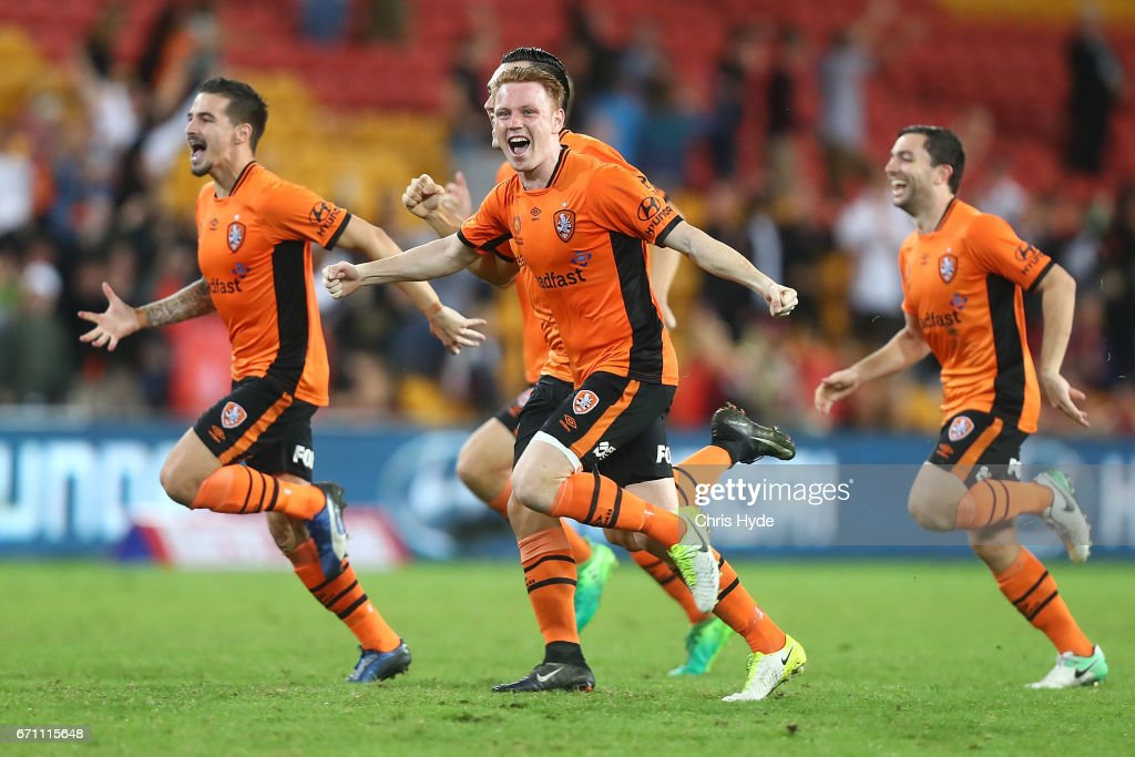 Brisbane Roar celebrate winning the A-League Elimination Final match between the Brisbane Roar and the Western Sydney Wanderers at Suncorp Stadium on April 21, 2017 in Brisbane, Australia.