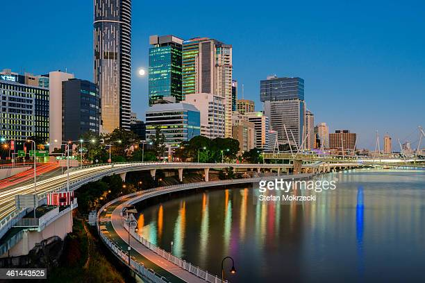 brisbane skyline from william jolly bridge at dusk - william moon stock photos and pictures