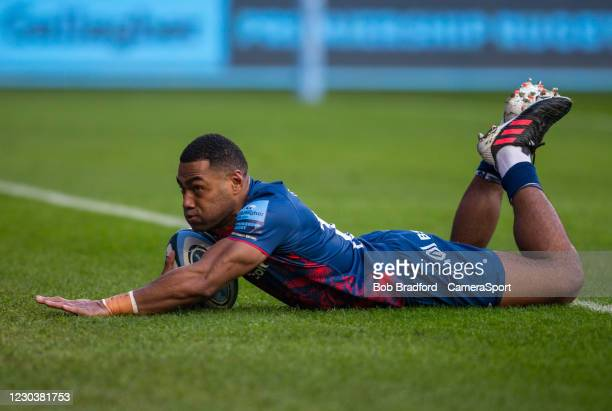 Bristol Bears' Siva Naulago scores his sides first try during the Gallagher Premiership Rugby match between Bristol and Newcastle Falcons at Ashton...