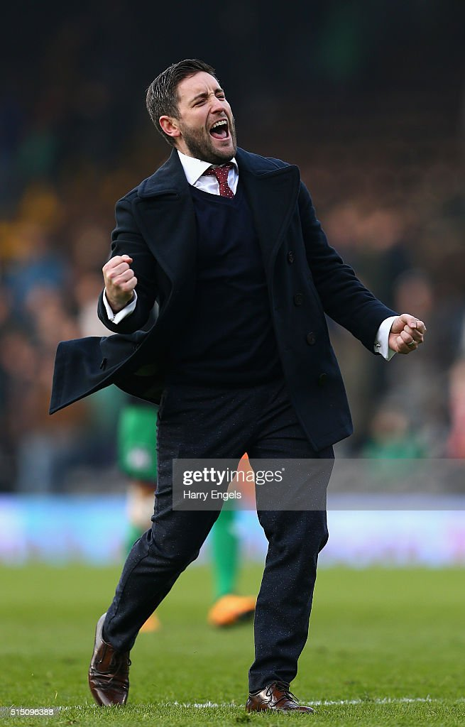 Bristol City Head Coach Lee Johnson celebrates at the final whistle during the Sky Bet Championship match between Fulham and Bristol City at Craven Cottage on March 12, 2016 in London, United Kingdom.
