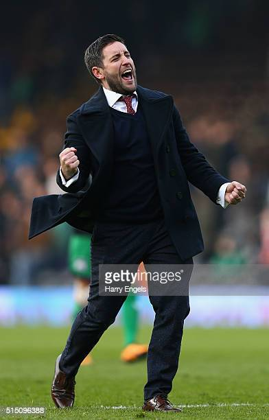 Bristol City Head Coach Lee Johnson celebrates at the final whistle during the Sky Bet Championship match between Fulham and Bristol City at Craven...