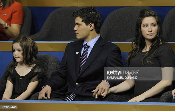Bristol daughter of vice presidential nominee Sarah Palin holds hands with boyfriend Levi Johnston flanked by Bristol's little sister Piper during...