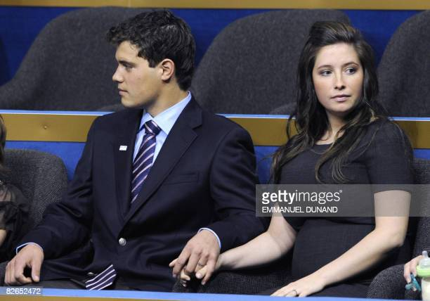 Bristol Palin daughter of US Republican vice presidential nominee Sarah Palin holds hands with boyfriend Levi Johnston during the Republican National...