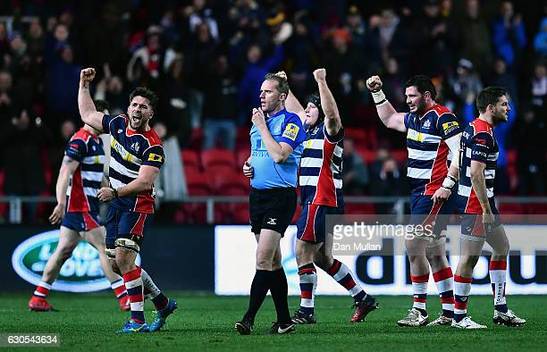 Bristol players celebrate victory at the final whistle during the Aviva Premiership match between Bristol Rugby and Worcester Warriors at Ashton Gate...