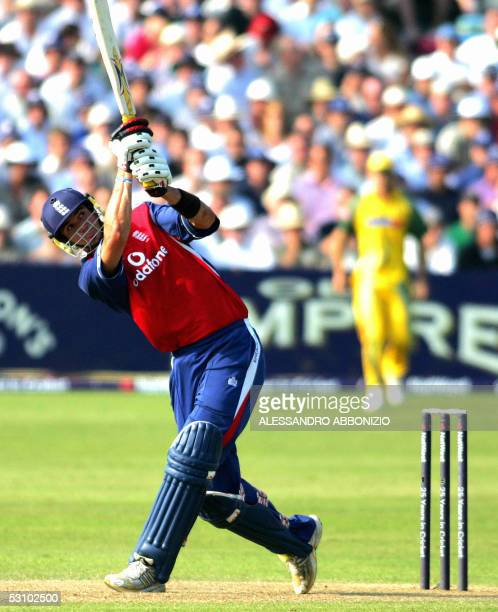 Bristol, UNITED KINGDOM: England's Kevin Pietersen bats against Australia eventually scoring 91 runs not during a Natwest Triangular Series match in...