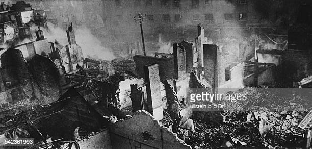 2WW Britain during / Air War Battle of Britain Bomb raid against Coventry Destroyed houses End of 1940