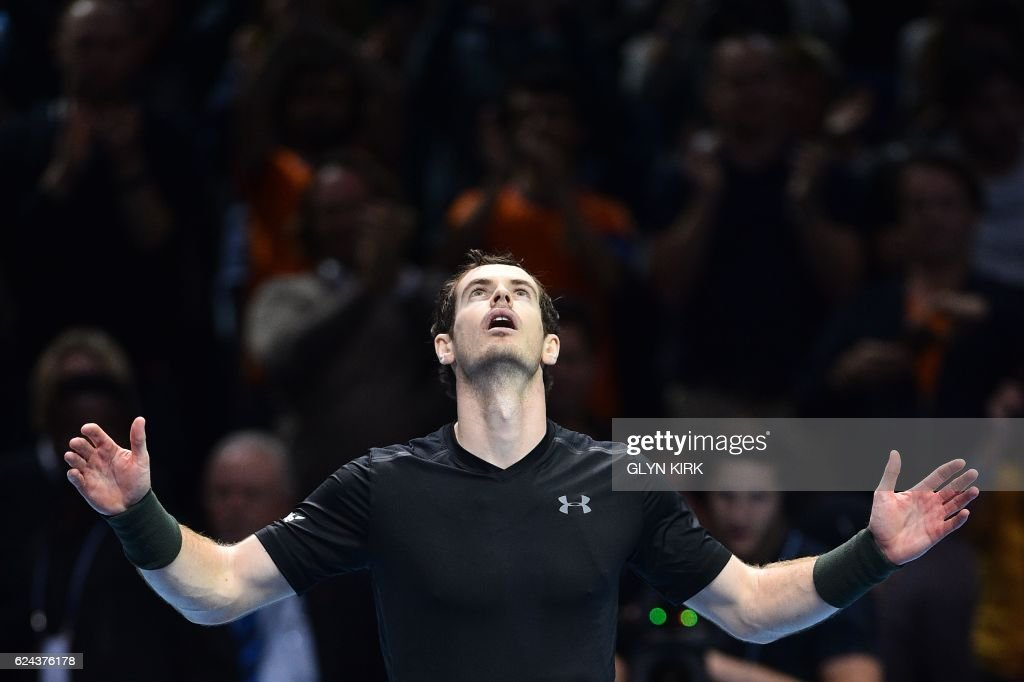 TOPSHOT - Britain's Andy Murray celebrates beating Canada's Milos Raonic during their men's semi-final singles match on day seven of the ATP World Tour Finals tennis tournament in London on November 19, 2016. / AFP PHOTO / Glyn KIRK