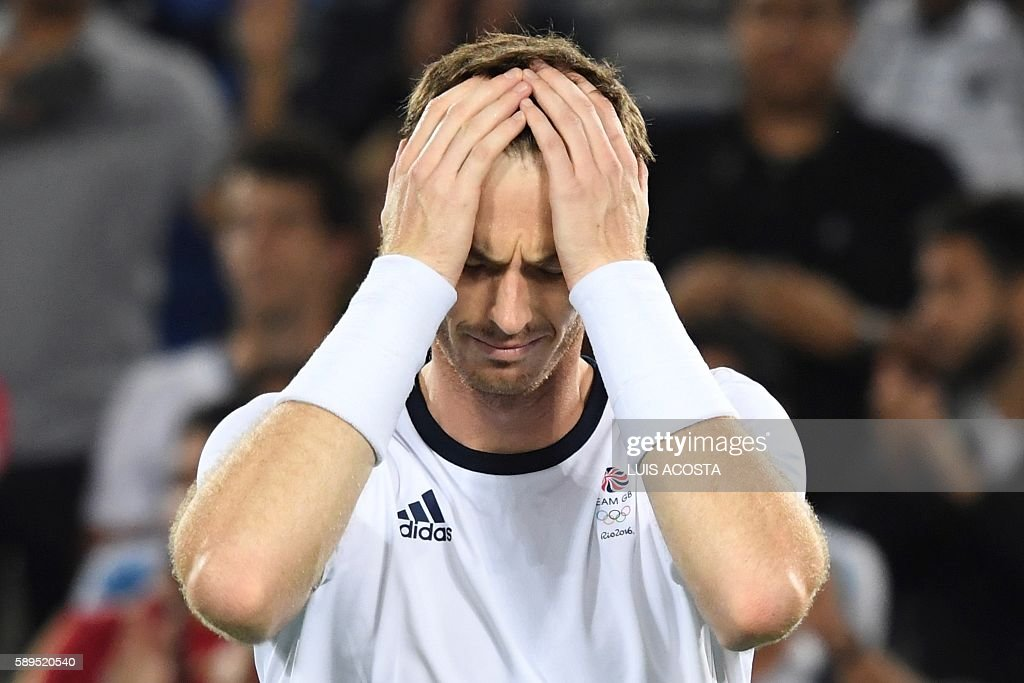 TOPSHOT - Britain's Andy Murray reacts after winning the men's singles gold medal tennis match against Argentina's Juan Martin Del Potro at the Olympic Tennis Centre of the Rio 2016 Olympic Games in Rio de Janeiro on August 14, 2016. / AFP / Luis Acosta