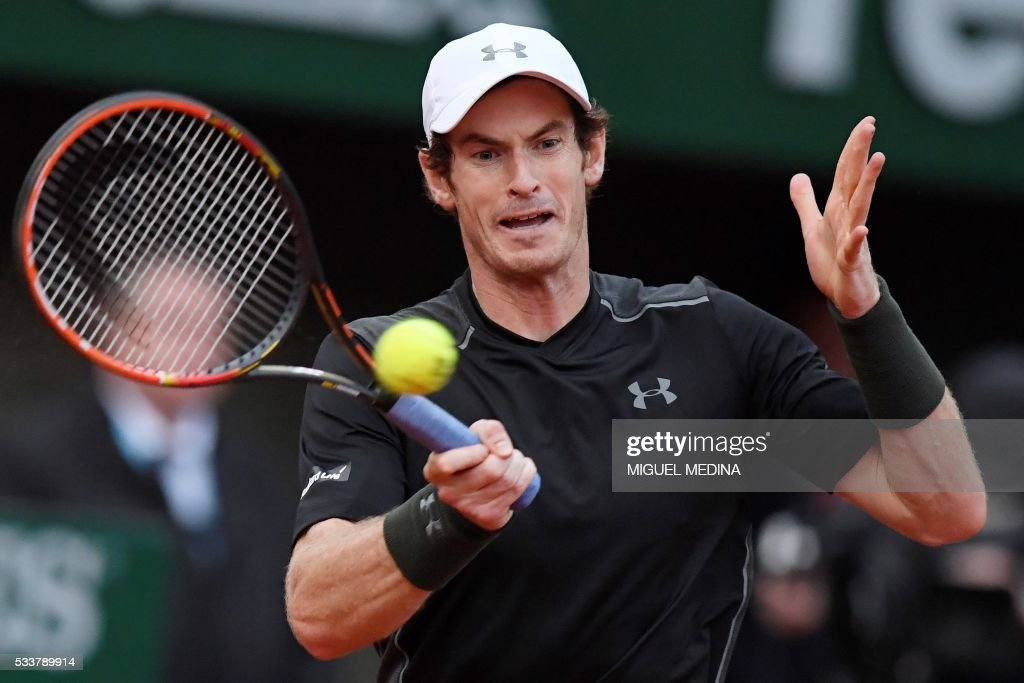 Britain's Andy Murray returns the ball to Czech Republic's Radek Stepanek during the men's first round match at the Roland Garros 2016 French Tennis Open in Paris on May 23, 2016. /