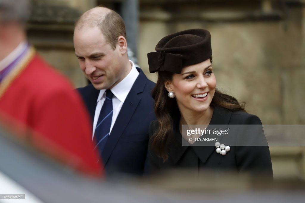 Britain's Catherine, Duchess of Cambridge (R) and Britain's Prince William, Duke of Cambridge, leave after attending the Easter Mattins Service at St. George's Chapel, Windsor Castle on April 1, 2018. / AFP PHOTO / POOL / Tolga AKMEN