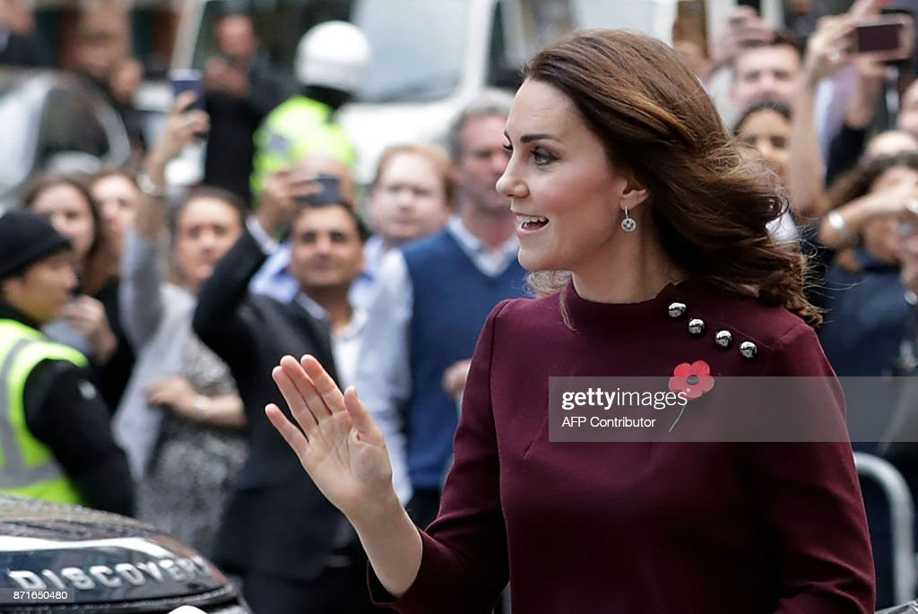 Britain's Catherine, Duchess of Cambridge and patron of national children's mental health charity Place2Be, greets onlookers on her arrival at the annual Place2Be School Leaders Forum in London on November 8, 2017. / AFP PHOTO / POOL / John Phillips