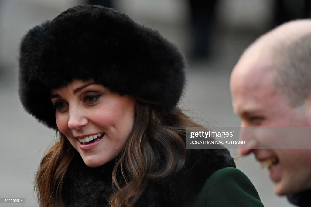 Britain's Catherine, Duchess of Cambridge (L) greets wellwishers as she and Prince William, Duke of Cambridge (R) walk through the cobbled streets of Stockholm from the Royal Palace to the Nobel Museum on January 30, 2018. The Duke and Duchess of Cambridge are on a 4-day visit to Sweden and Norway. / AFP PHOTO / Jonathan NACKSTRAND