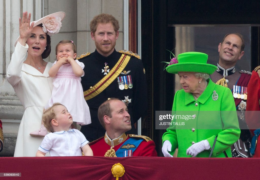 BRITAIN-ROYALS-BIRTHDAY-TROOPING : News Photo