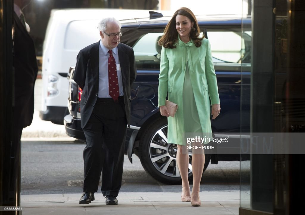 Britain's Catherine, Duchess of Cambridge is greeted by President of the Royal society of Medicine, Sir Simon Charles Wessely on her arrival for a symposium she convened with The Royal Foundation on early intervention for children and families, at the Royal Society of Medicine in central London on March 21, 2018. / AFP PHOTO / POOL / Geoff Pugh