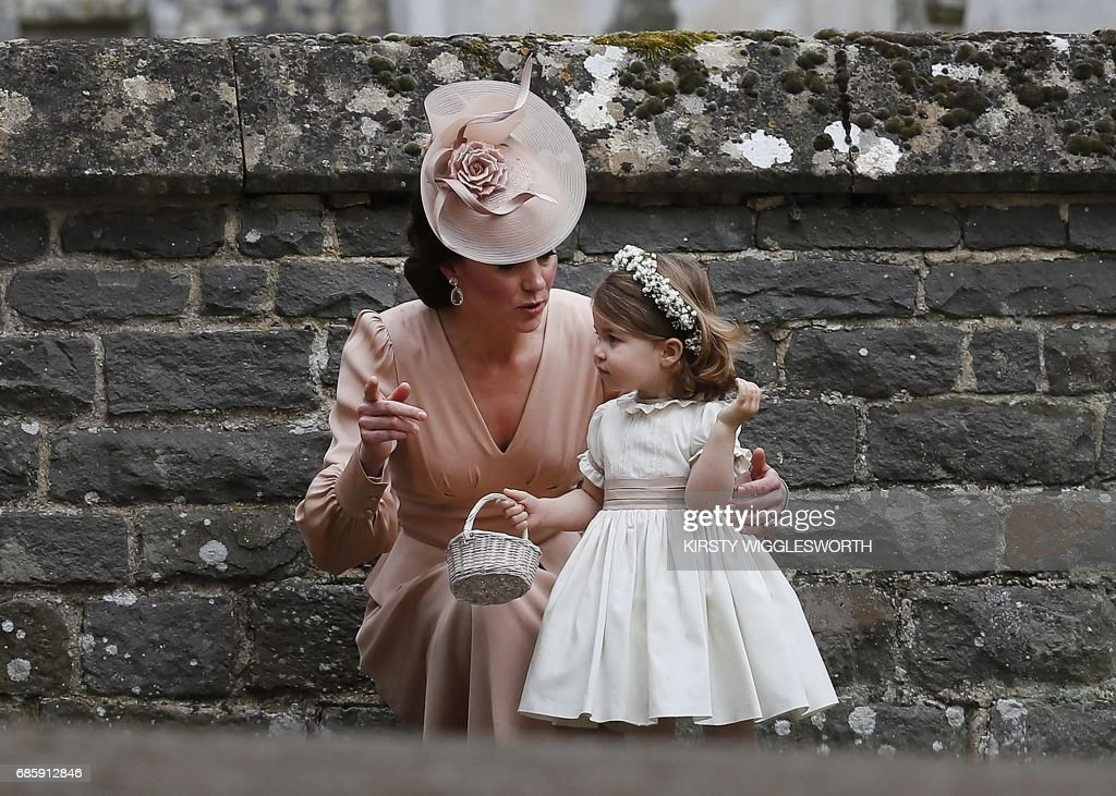TOPSHOT-BRITAIN-ROYALS-PEOPLE-MIDDLETON-MARRIAGE : Fotografía de noticias