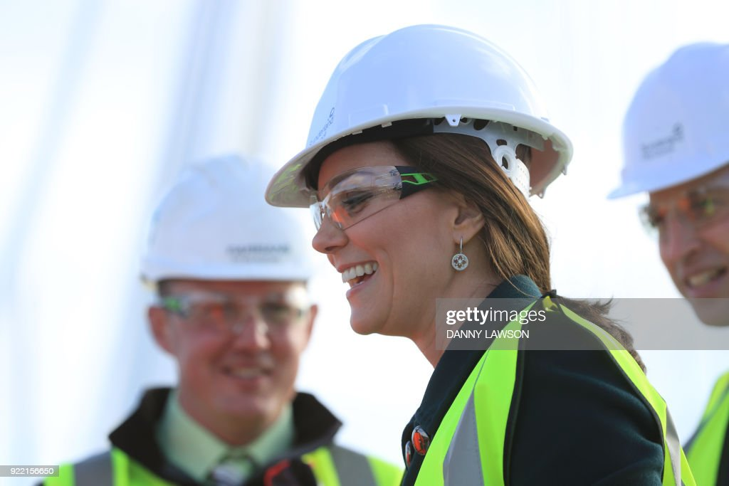 Britain's Catherine, Duchess of Cambridge visits the under-construction Northern Spire Bridge across the River Wear in Sunderland on February 21, 2018. The Duke and Duchess of Cambridge visited Sunderland to learn about the city's arts scene and engineering talent. Construction began on the three span cable-stayed structure bridge over the River Wear in Sunderland in May 2015. / AFP PHOTO / POOL / Danny Lawson