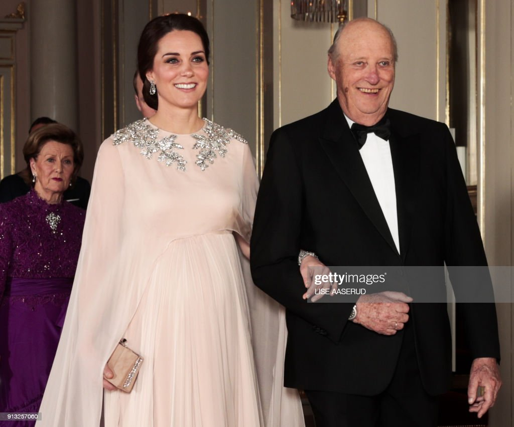 Britain's Catherine, Duchess of Cambridge walks with Norway's King Harald, on their way to the official dinner at the Royal Palace in Oslo, on February 1, 2018, before as part of their visit to Norway. / AFP PHOTO / NTB Scanpix / Lise AASERUD / Norway OUT