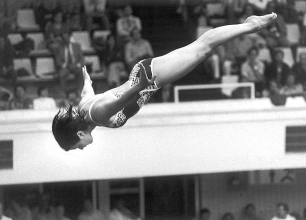 البريطانية ديبورا جاي تغوص من منصة الانطلاق في أولمبياد موسكو ، 20 أغسطس 1980.