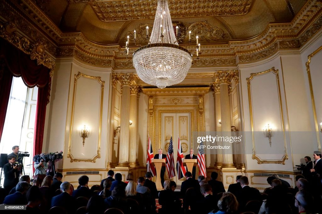 Britain's Foreign minister Boris Johnson (L) and US Secretary of State Rex Tillerson take part in a joint press conference after their meeting on Libya, at Lancaster House in London on September 14, 2017. / AFP PHOTO / POOL / Matt Dunham