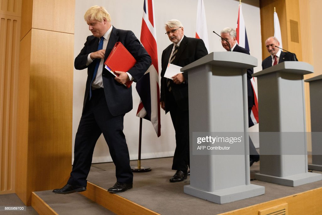 Britain's Foreign Secretary Boris Johnson, (L), Poland's Foreign Minister Witold Waszczykowski, (2L), Britain's Defence Secretary Michael Fallon (2R) and Poland's Defence Minister Antoni Macierewicz (R) leave after holding a joint press conference following bilateral talks at the Foreign and Commonwealth Office in London on October 12, 2017. / AFP PHOTO / POOL / Leon Neal