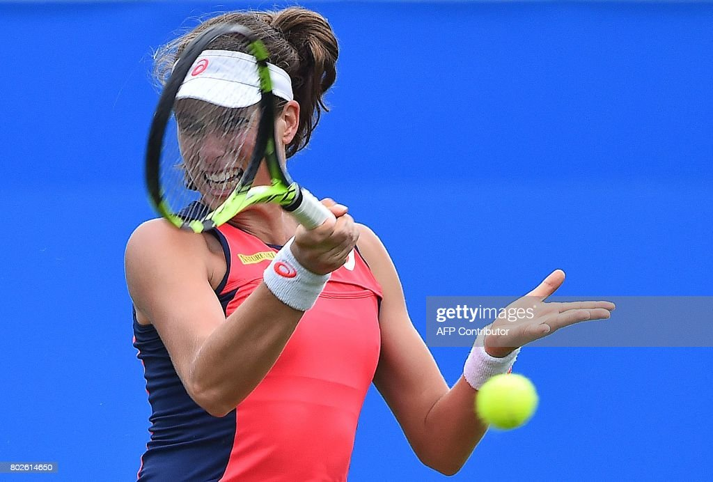 Britain's Johanna Konta returns against Romania's Sorana Cirstea during their women's singles second round tennis match at the ATP Aegon International tennis tournament in Eastbourne, southern England, on June 28, 2017. / AFP PHOTO / Glyn KIRK