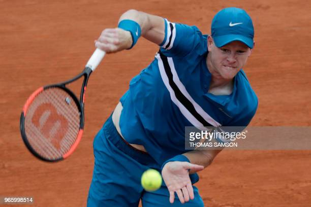 Britain's Kyle Edmund returns the ball to Italy's Fabio Fognini during their men's singles third round match on day seven of The Roland Garros 2018...