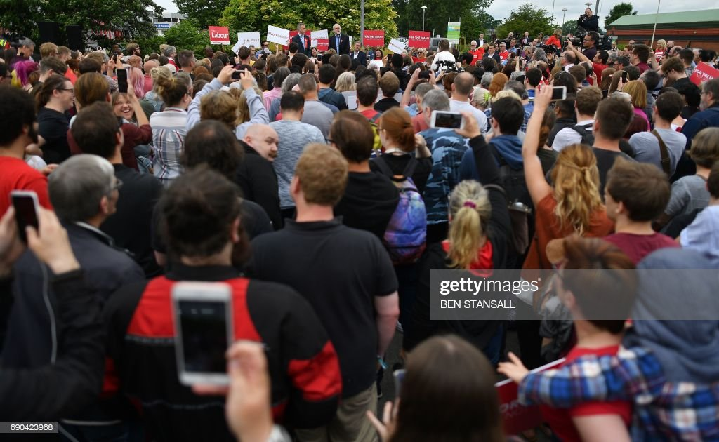 TOPSHOT - Britain's main opposition Labour party leader Jeremy Corbyn (C) addresses supports during a general election campaign rally in Reading, west of London, on May 31, 2017, as campaigning continues in the build up to the general election on June 8. PHOTO / Ben STANSALL