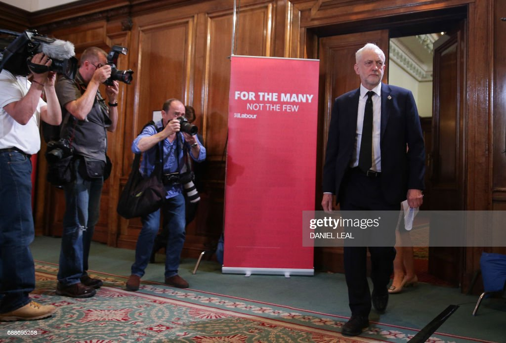 Britain's main opposition Labour party leader Jeremy Corbyn arrives at the hall for a general election campaign speech in central London on May 26, 2017. Britain's politicians resume campaigning in earnest on Friday with national security thrust into the spotlight as police scramble to bust a Libya-linked jihadist network thought to be behind the Manchester terror attack. / AFP PHOTO / Daniel Leal-Olivas