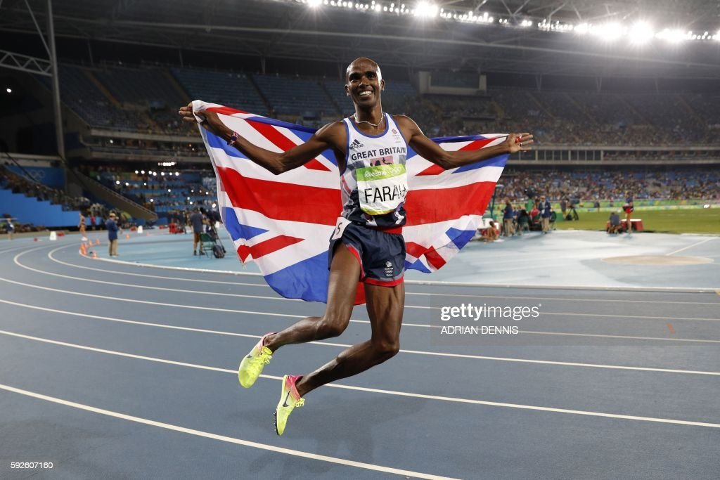TOPSHOT - Britain's Mo Farah celebrates winning the Men's 5000m Final during the athletics event at the Rio 2016 Olympic Games at the Olympic Stadium in Rio de Janeiro on August 20, 2016. / AFP / Adrian DENNIS