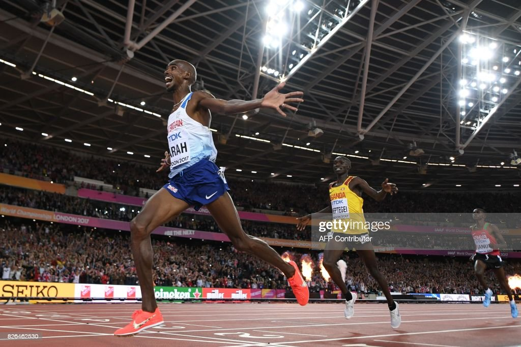 TOPSHOT - Britain's Mo Farah wins the final of the men's 10,000m athletics event at the 2017 IAAF World Championships at the London Stadium in London on August 4, 2017. / AFP PHOTO / Kirill KUDRYAVTSEV
