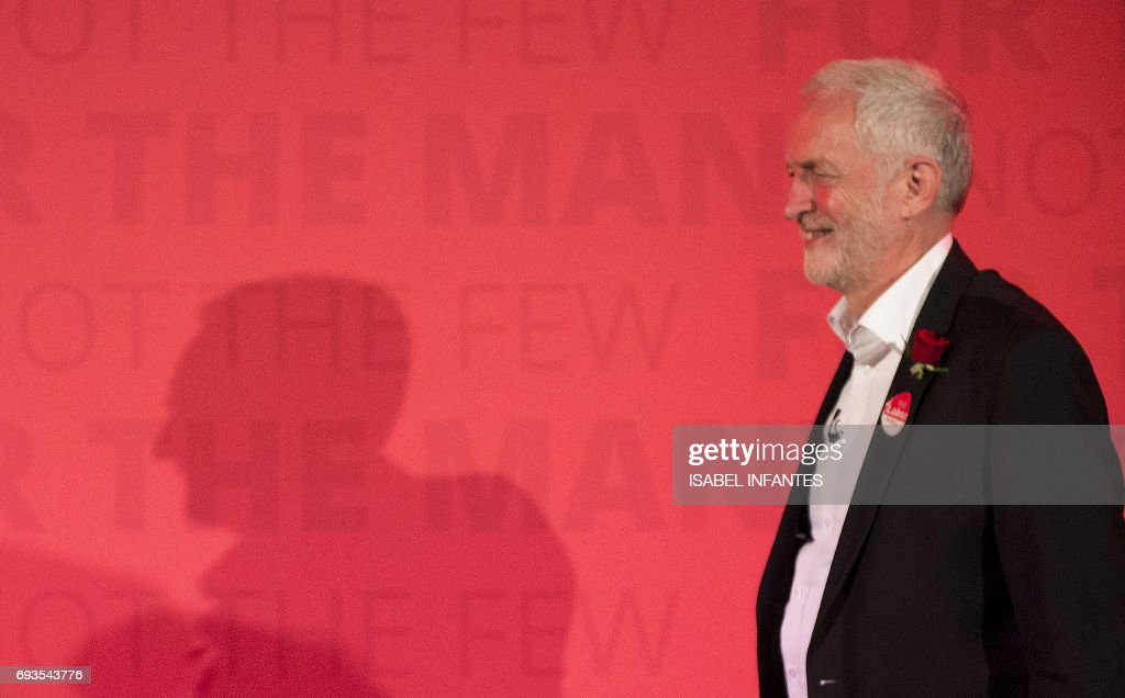 Britain's opposition Labour Party leader Jeremy Corbyn delivers his final campaign speech at an election rally at Union Chapel in Islington, north London on June 7, 2017. / AFP PHOTO / Isabel INFANTES