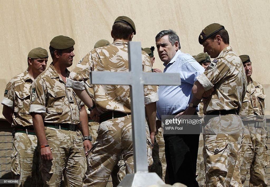 Gordon Brown Makes Surprise Visit To Afghanistan : Fotografía de noticias