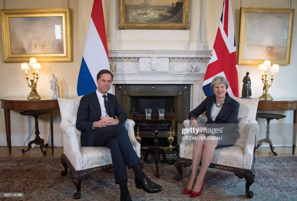 Britain's Prime Minister Theresa May (R) and Prime Minister of the Netherlands, Mark Rutte speak during a meeting at No 10 Downing street, in central London on February 21, 2018. / AFP PHOTO / POOL / Stefan Rousseau