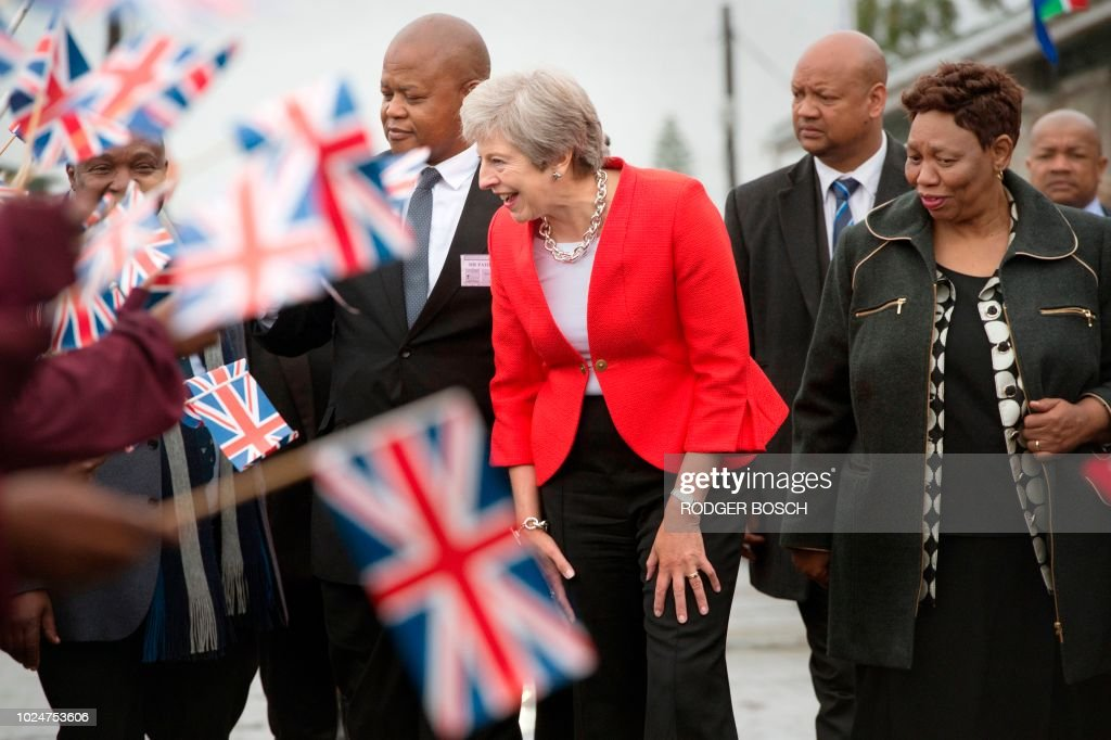 TOPSHOT-SAFRICA-BRITAIN-POLITICS-DIPLOMACY : News Photo