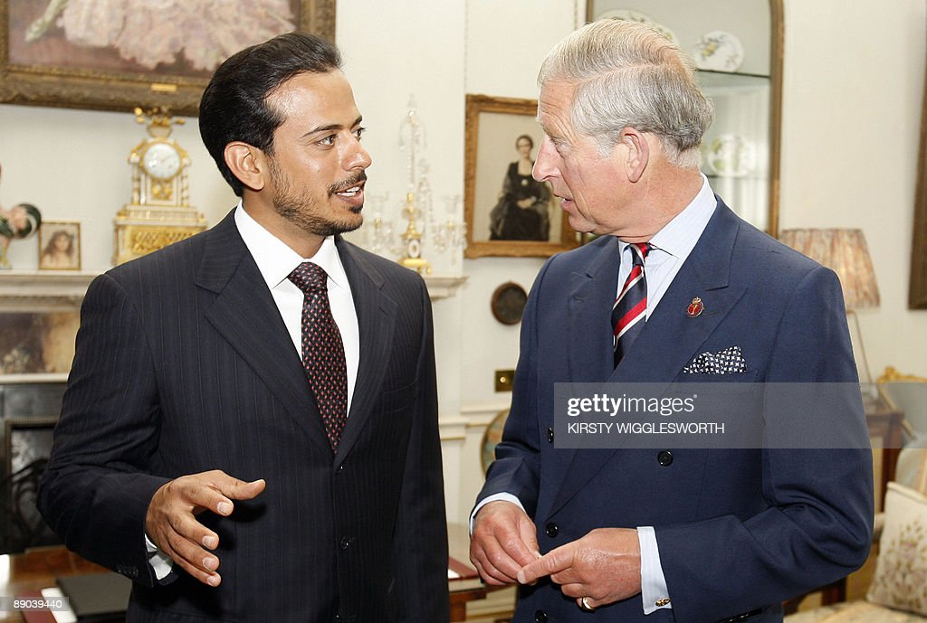 Britain's Prince Charles, (R) meets Shei : ニュース写真