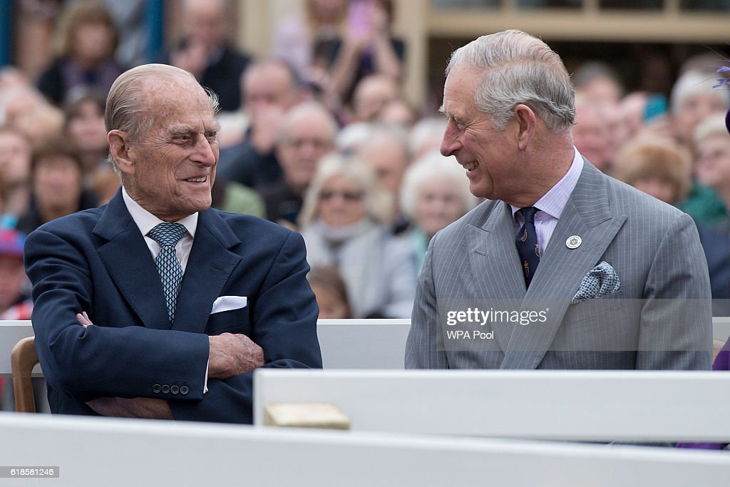 The Queen, Duke Of Edinburgh, Prince Of Wales & Duchess Of Cornwall Visit Poundbury : Photo d'actualité
