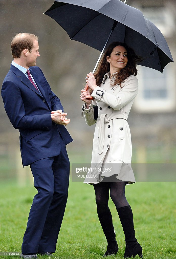 Britain's Prince William (L) accompanied : News Photo