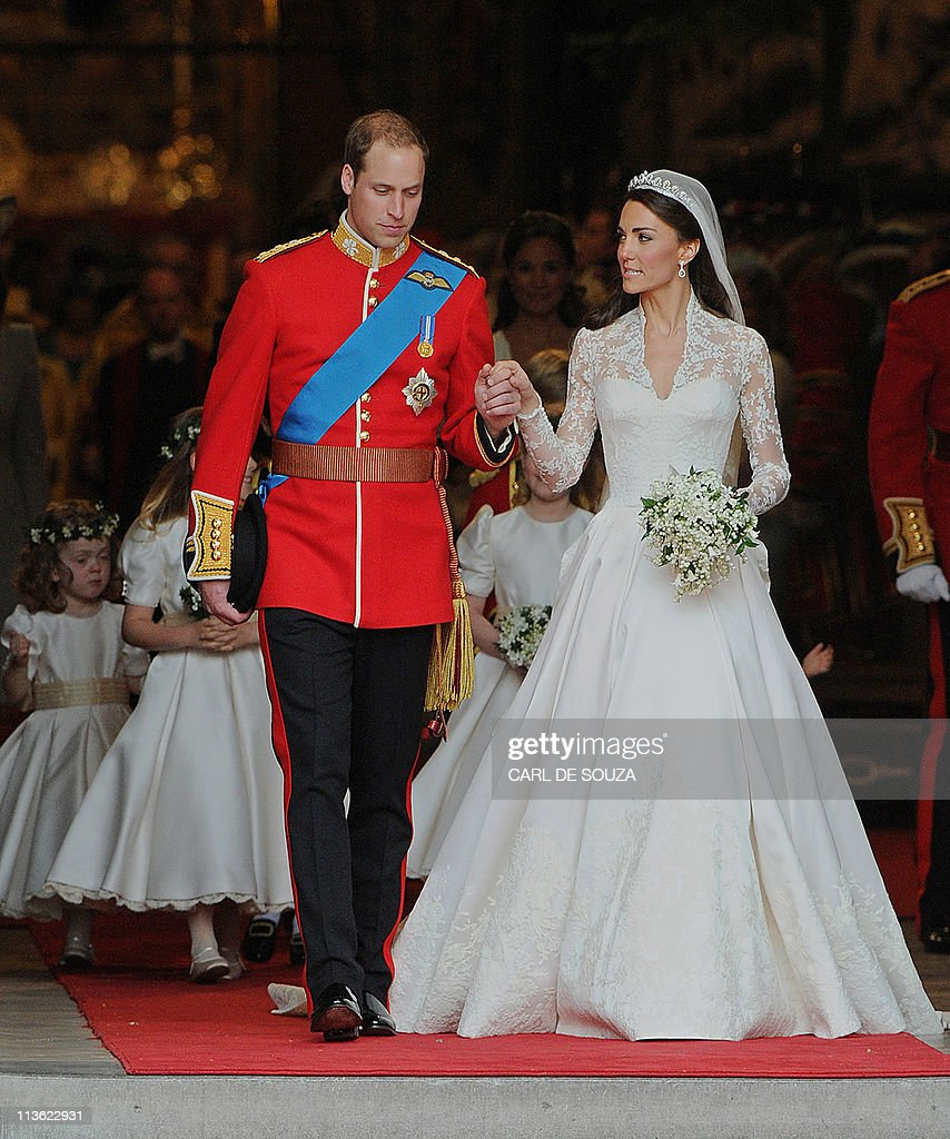 Britain's Prince William and his wife Ka : News Photo