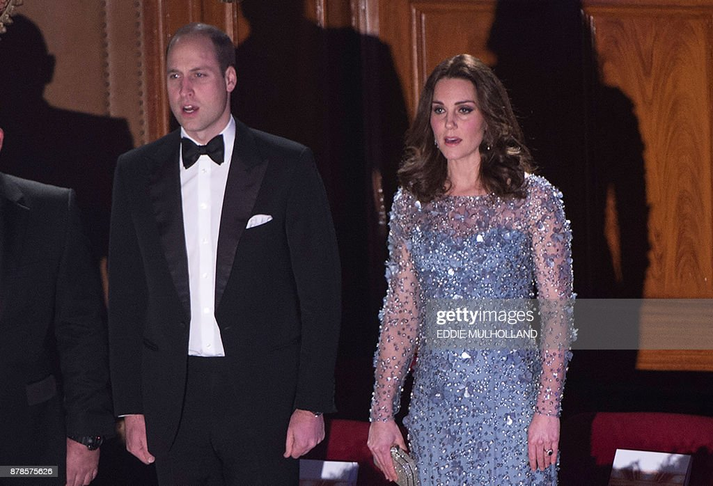 Britain's Prince William, Duke of Cambridge and Britain's Catherine, Duchess of Cambridge attend the Royal Variety Performance at the Palladium Theatre in central London on November 24, 2017. / AFP PHOTO / POOL / Eddie MULHOLLAND
